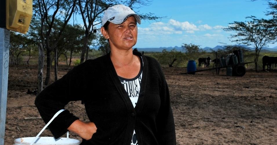 18.mai.2012 - Edineide de Barros, 33, tem tubulação completa em sua casa, na comunidade de São José, em Poço Redondo (SE), mas não tem abastecimento de água