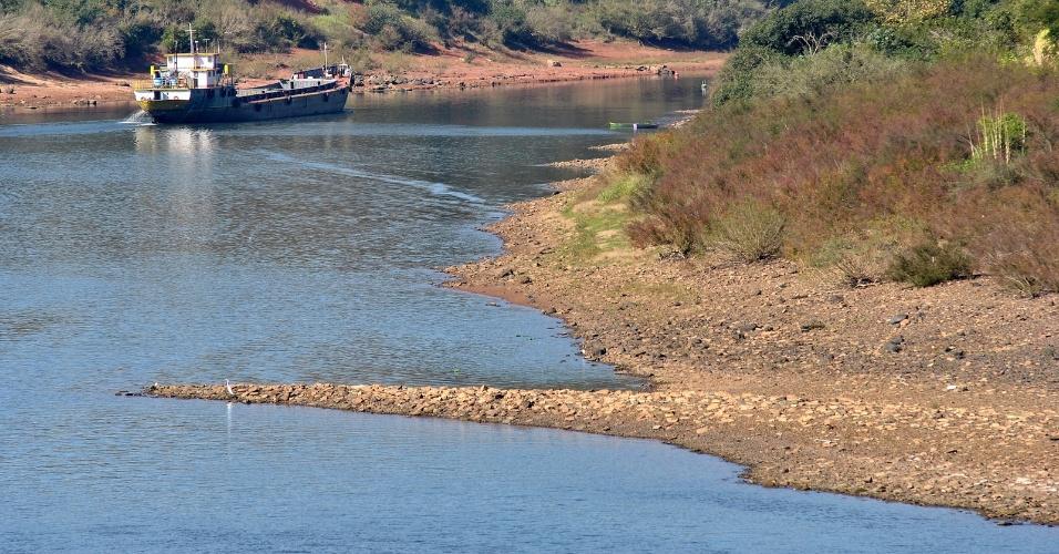 18.mai.2012 - Rio Taquaria, no Rio Grande do Sul, está com nível baixo devido à seca