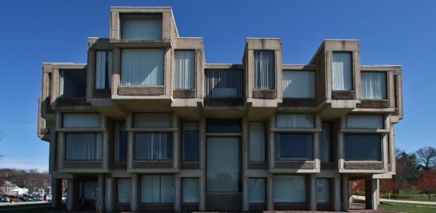Em estilo brutalista, o prédio corre o risco de ser demolido no condado de Goshen, estado de Nova York - Fred R. Conrad/The New York Times