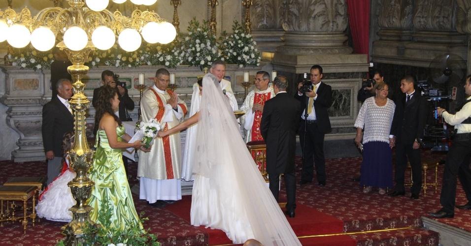 Belo e Gracyanne se casam na Igreja da Candelária, no Rio de Janeiro (18/5/2012)