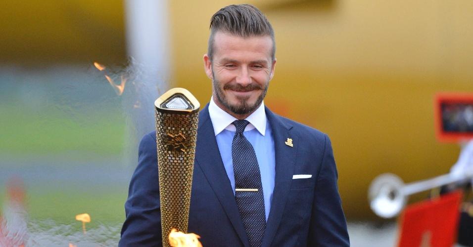 Com David Beckham, tocha olímpica deixou Atenas e chegou ao Reino Unido