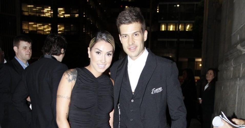 Dani Bolina e Matheus Verdelho chegam para o casamento de Belo e Gracyanne no Rio de Janeiro, na Igreja da Candelária (18/5/2012)