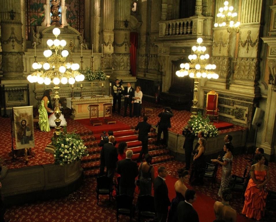 Decoração da Igreja da Candelária, onde é realizado o casamento de Belo e Gracyanne (18/5/2012)