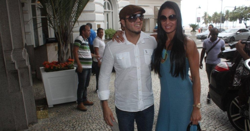 Gracyanne Barbosa e Belo foram ao Copacabana Palace, no Rio de Janeiro, para se prepararem para o casamento. A união será celebrada nesta sexta (18) na igreja da Candelária