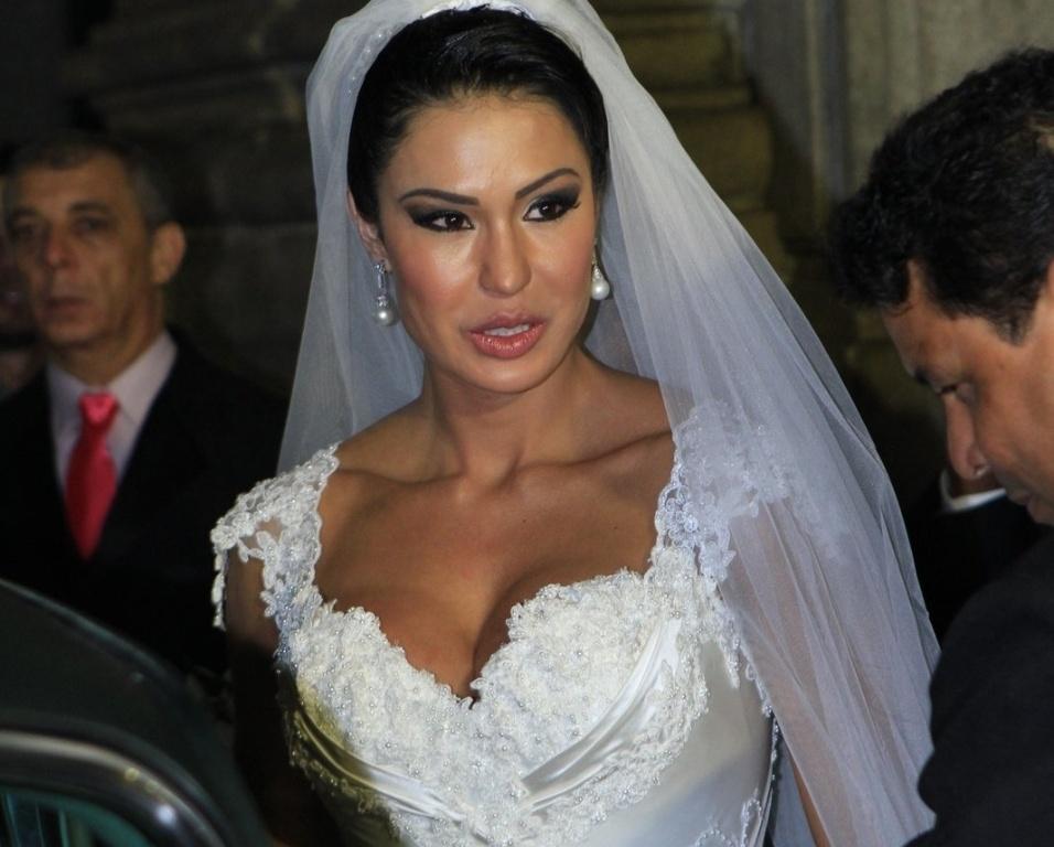 Gracyanne Barbosa se casa em cerimônia com o cantor Belo nesta sexta (18)