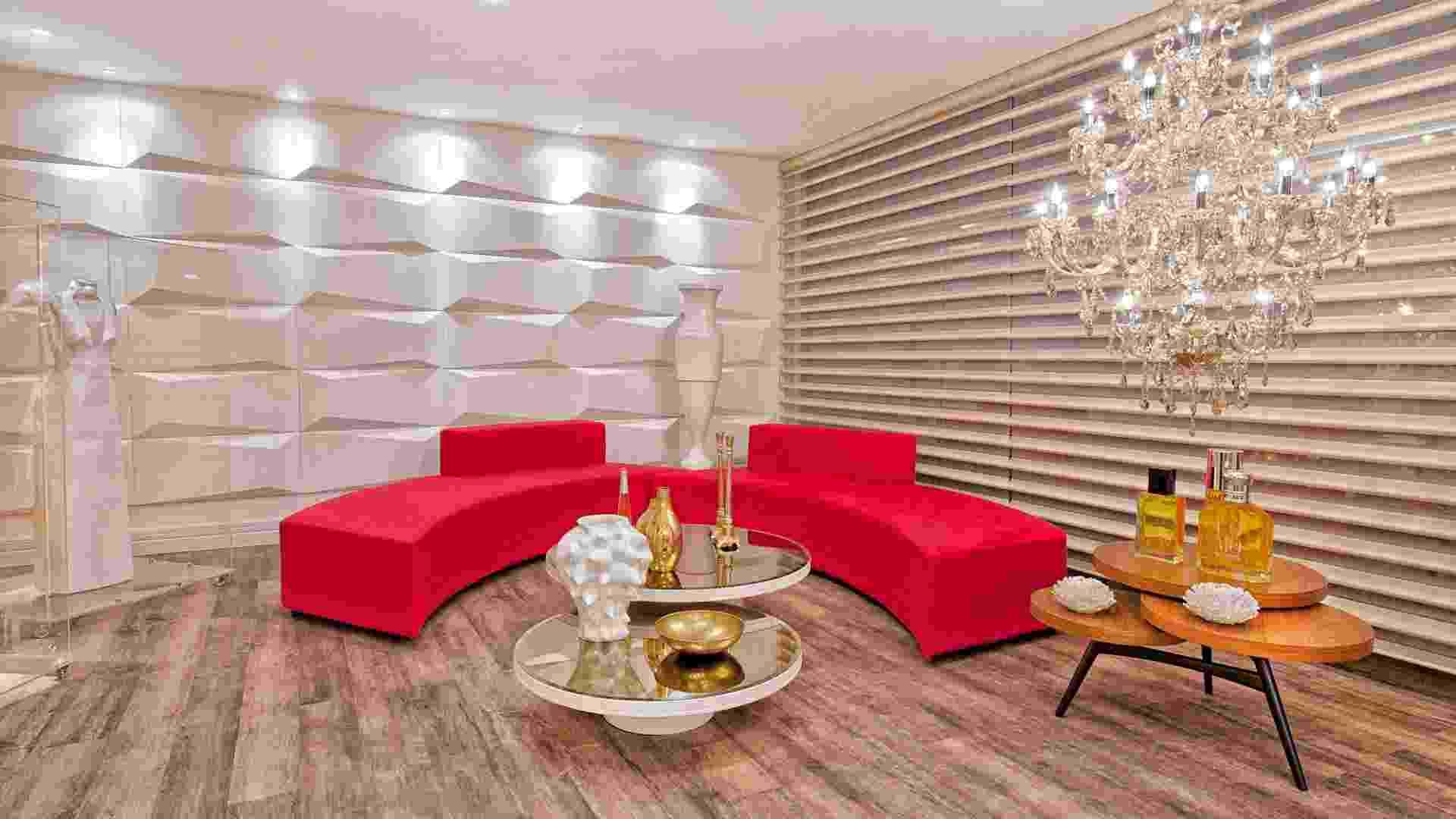 Lounge de Entrada e Bilheteria pelos arquitetos Ozair Riazo e Vanessa Garcia - Casa Cor Goiás 2012 - Ricardo Lima / Divulgação
