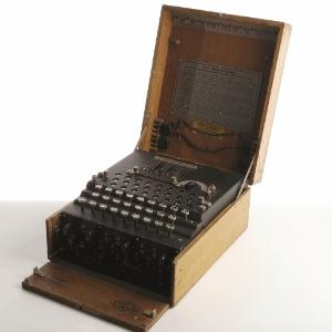 Máquina alemã Enigma está exposta no museu Discovery Times Square, em Nova York(18/5/12) - Divulgação/Discovery Times Square
