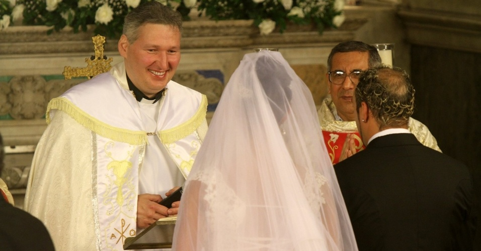 O cantor Belo e a dançarina Gracyanne se casam em cerimônia realizada por Padre Marcelo Rossi, na Igreja da Candelária (18/5/2012)