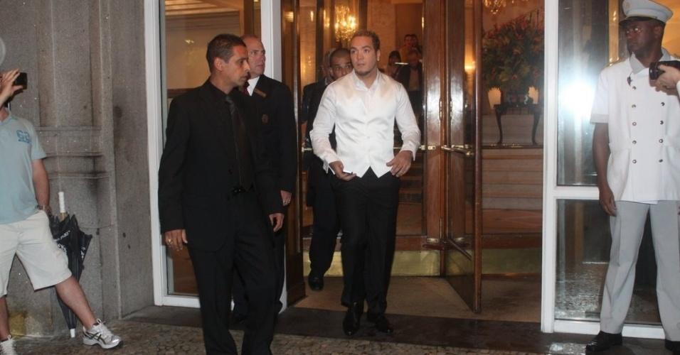 O cantor Belo também passou o dia no hotel Copacabana Palace como preparação para o casamento com a dançarina Gracyanne Barbosa (18/5/2012)