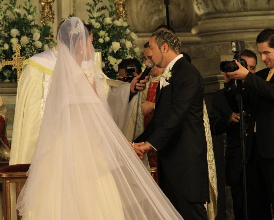 """O pagodeiro famoso por seu romantismo cantou o trecho de """"Tudo Mudou"""", uma de suas músicas para a noiva Gracyanne"""