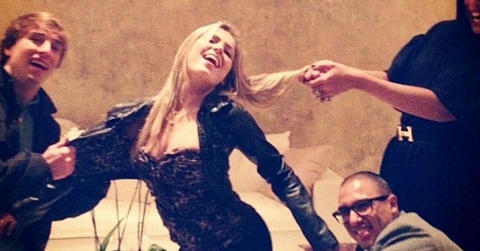"""A ex-BBB Renata Dávila reproduz a capa da """"Playboy"""" em foto divulgada em sua página pessoal no Twitter (19/5/2012)"""