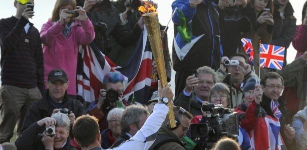 Tocha olímpica será levada por 8 mil carregadores e percorrerá 13 mil km no Reino Unido