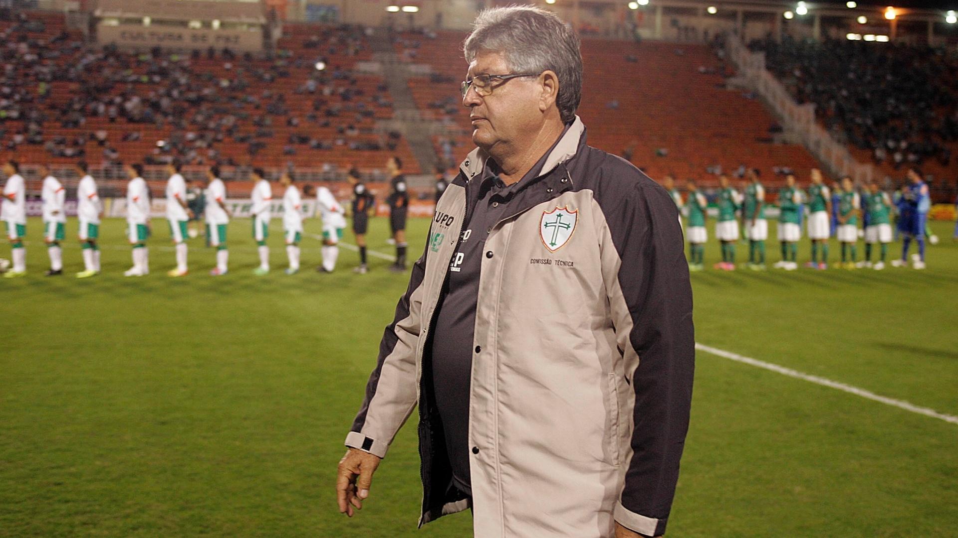Geninho, técnico da Portuguesa, antes do início do jogo contra o Palmeiras