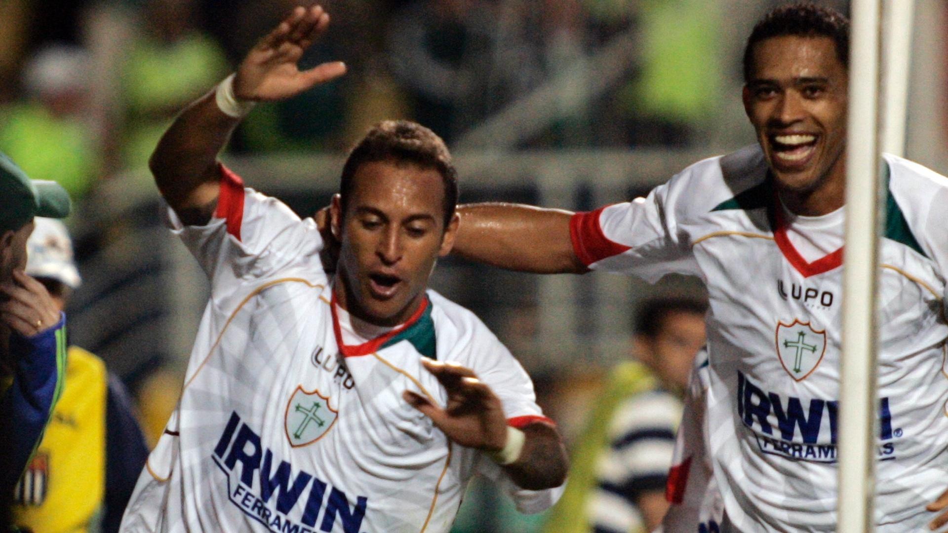 Rodriguinho comemora após marcar o gol da Portuguesa contra o Palmeiras