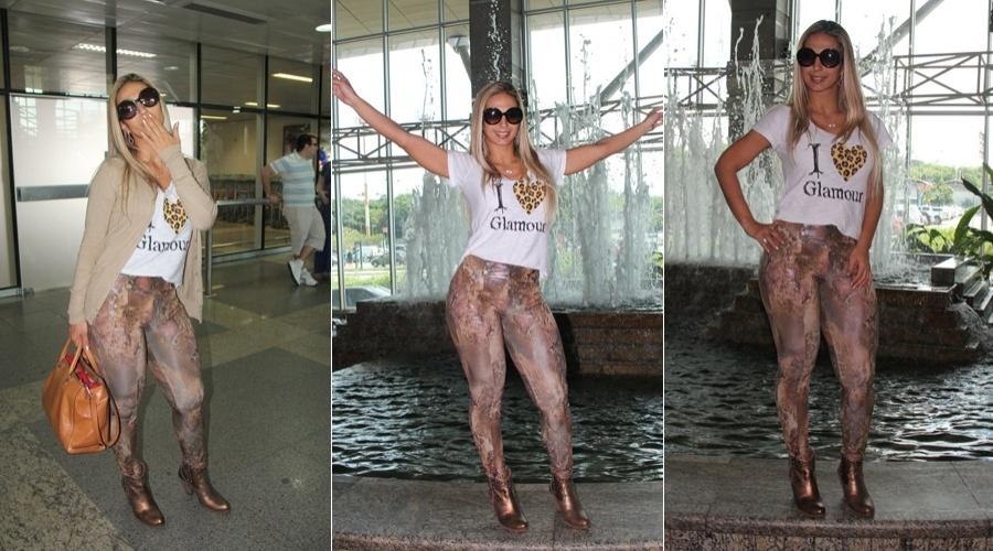 Valesca Popozuda faz pose para o paparazzo ao desembarcar no aeroporto Val-de-Cans, em Belém do Pará (19/5/12)