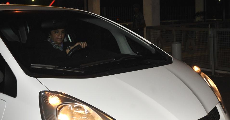 20.mai.2012 - A ministra Izabella Teixeira deixa no sábado (19), o Palácio da Alvorada, em Brasília (DF), após reunião com a presidente Dilma sobre o novo Código Florestal