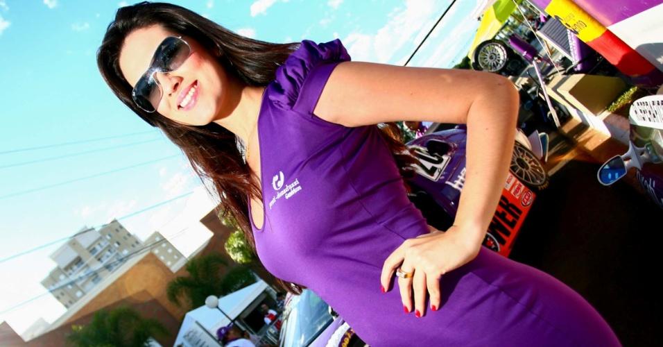 Grid girl fica nos boxes durante a etapa de Ribeirão Preto da Stock Car
