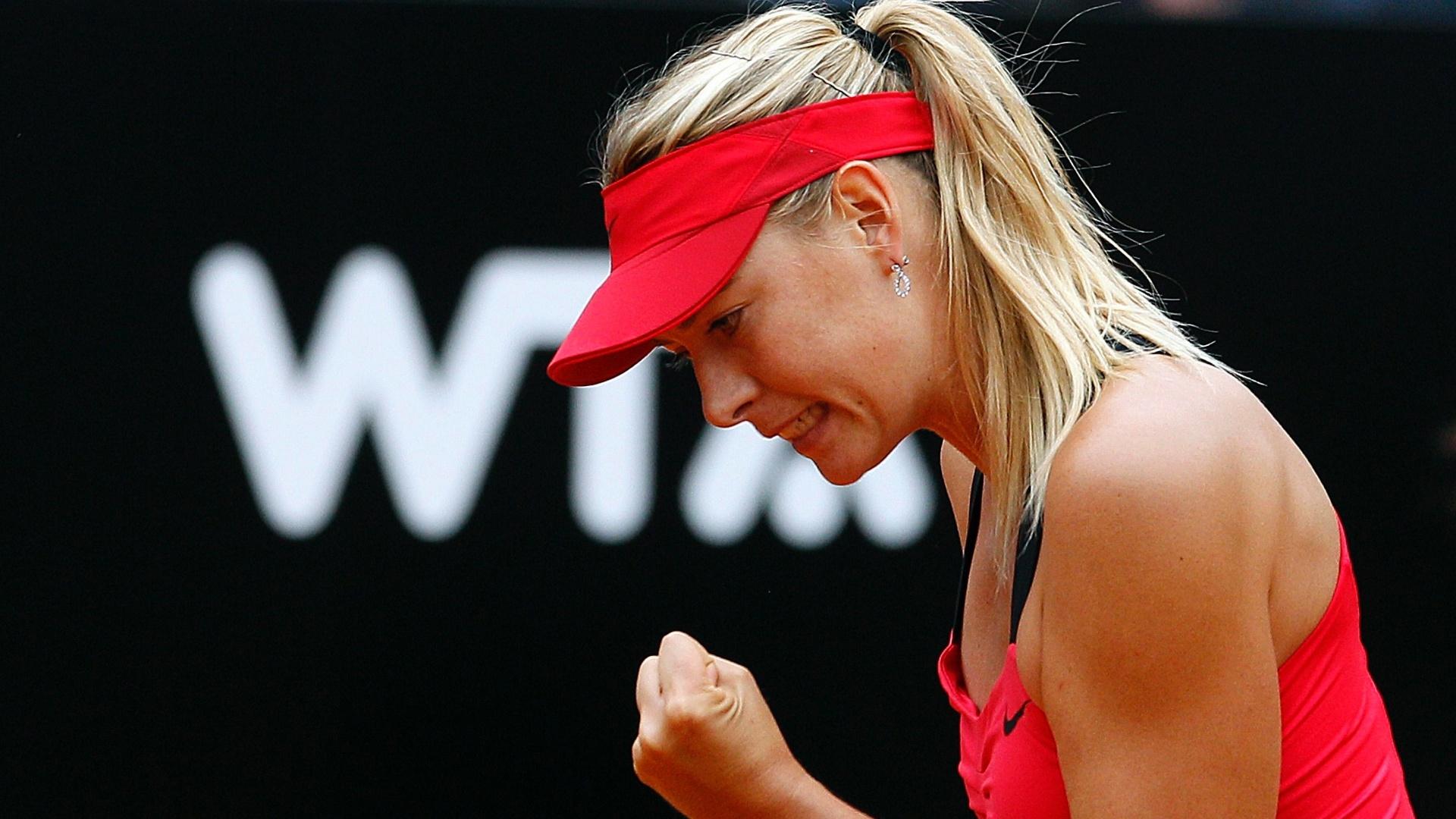 Maria Sharapova vibra com ponto em partida contra Na Li na final do Torneio de Roma