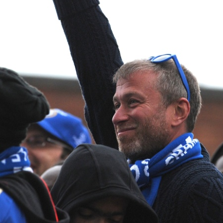 O russo Roman Abramovich é dono do Chelsea - AFP PHOTO/CARL COURT