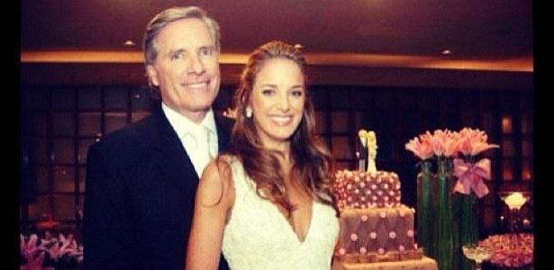 Ticiane Pinheiro postou uma foto em seu Twitter comemorando 6 anos do seu casamento com Roberto Justus.