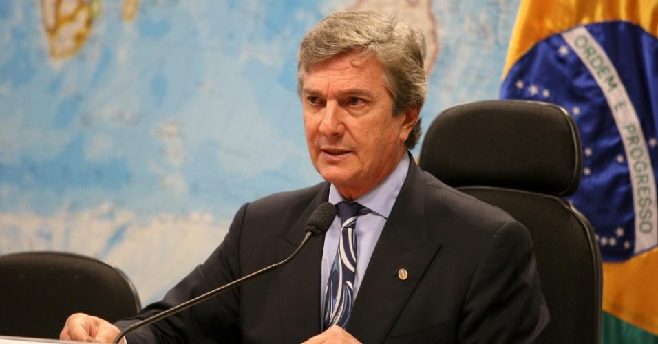 22.mai.2012 - O senador e ex-presidente Fernando Collor de Mello preside sessão no Senado, em Brasília