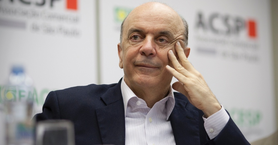 22.mai.2012 - Pré-candidato à Prefeitura de São Paulo pelo PSDB José Serra participa de encontro com lideranças do Jabaquara na sede distrital da Associação Comercial de São Paulo