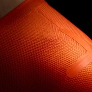 Após usar um uniforme todo preto, Barcelona vestirá laranja e amarelo