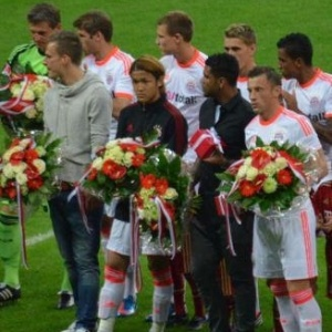 Breno recebe homenagem do Bayern, clube que está deixando