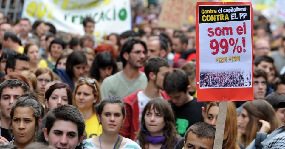 Cerca de 3.000 pessoas, segundo a polícia, e mais de 18.000, de acordo com os organizadores, marcharam nesta terça-feira (22) pelas ruas de Barcelona, segunda maior cidade da Espanha, para protestar contra os cortes na educação pública em um dia de greve do setor em todo o país