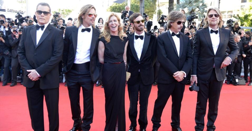 Da esquerda para a direita, os atores Ray Liotta e Brad Pitt, o produtor Dece Gardner, os atores Scoot McNairy e Ben Mendelsohn e o diretor australiano Andrew Dominik posam para fotos antes da exibição de