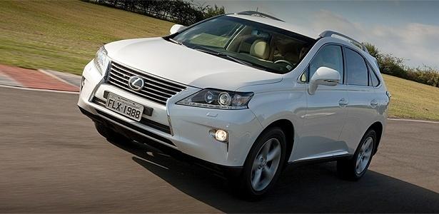 O SUV RX 350, lançado no Brasil este ano, é um dos convocados; no Brasil, ainda não há confirmação - Divulgação