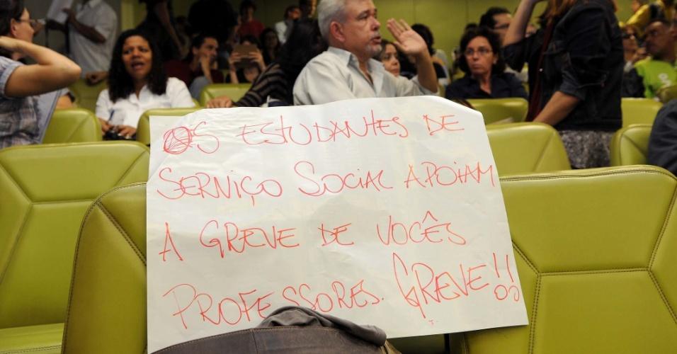 No Rio de Janeiro, professores da UFRJ também fazem assembleia para decidir sobre a adesão ao movimento