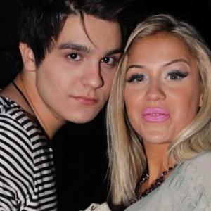 O cantor Luan Santana foi visto com a panicat Carol Belli em show em abril (26/4/12)