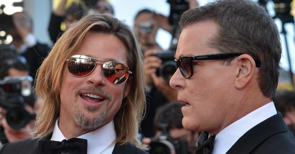 Os atores Brad Pitt e Ray Liotta chegam ao Palácio do Festival para a exibição de