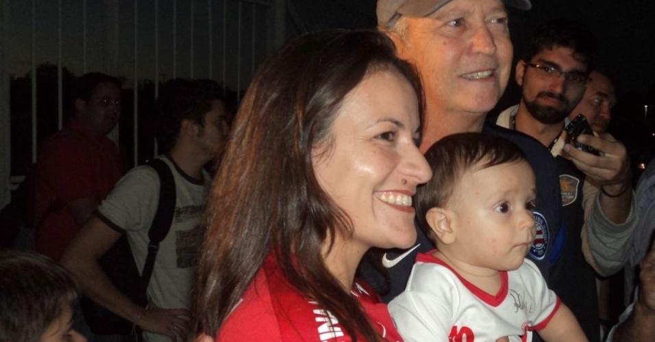 Paulo Roberto Falcão voltou ao Beira-Rio e atendeu torcedores do Inter (22/05/12)