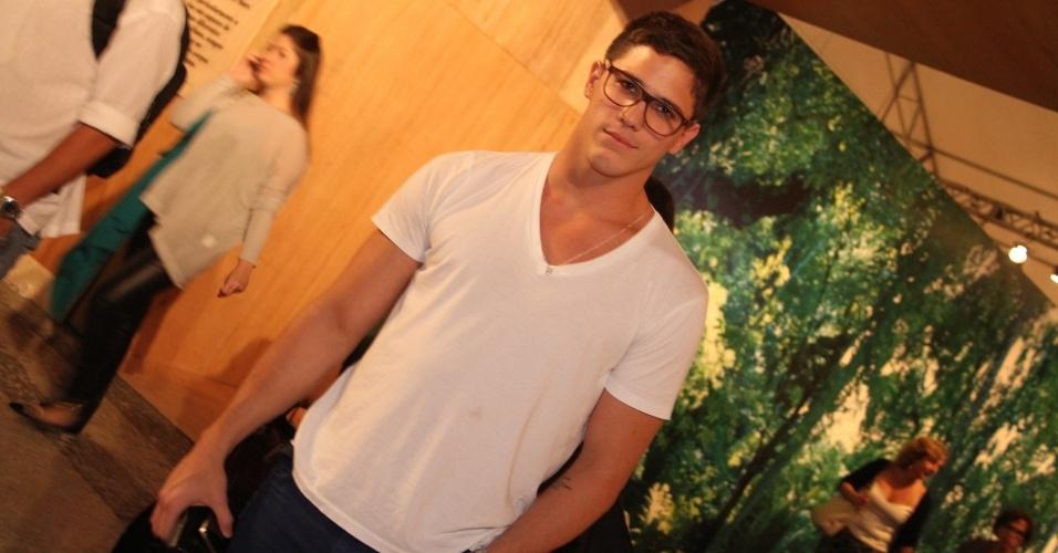 Rômulo Arantes Neto prestigia a edição Verão 2013 do Fashion Rio (22/5/12). O evento de moda acontece no Jockey Club, zona sul do Rio