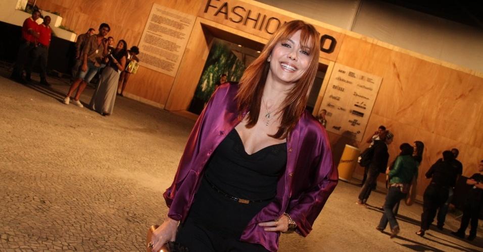 Simone Soares prestigia a edição Verão 2013 do Fashion Rio (22/5/12). O evento de moda acontece no Jockey Club, zona sul do Rio