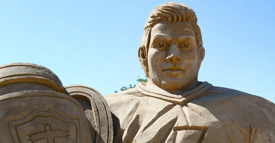 23.mai.2012 - Escultura de areia representa o jogador de futebol português, Cristiano Ronaldo, durante festival de esculturas de areia no vilarejo de Armação de Pêra, em Portugal
