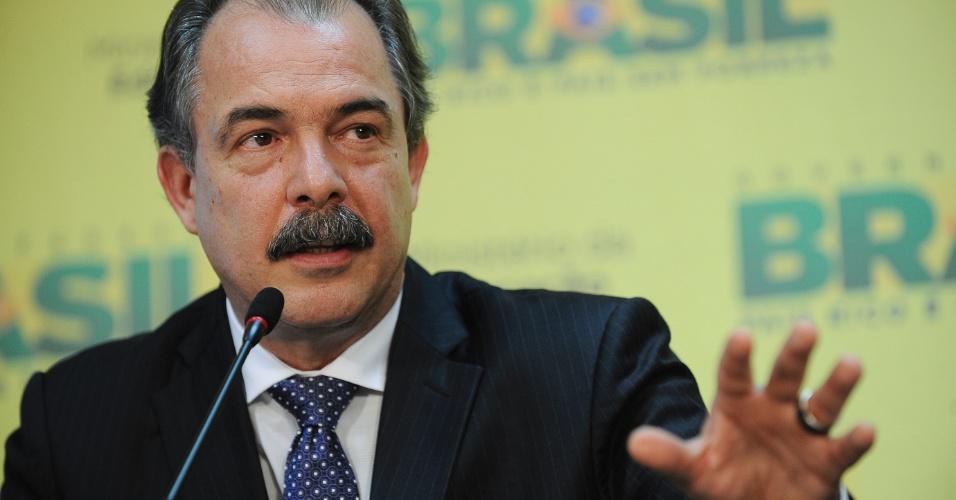 """23.mai.2012 - O ministro da Educação, Aloizio Mercadante, afirmou nesta quarta-feira (23) que """"não há necessidade de greve"""" dos professores das universidades federai"""