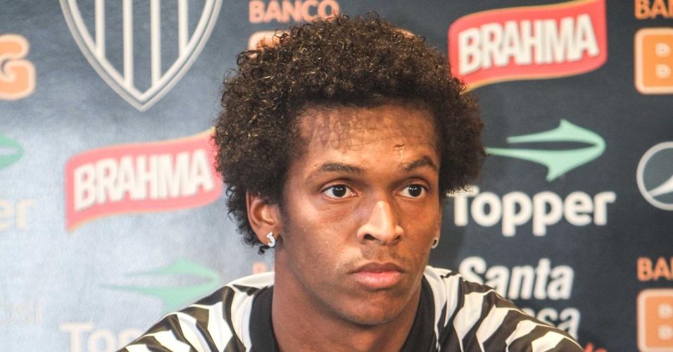 Atacante Jô, do Atlético-MG, concede entrevista na Cidade do Galo (23/5/2012)