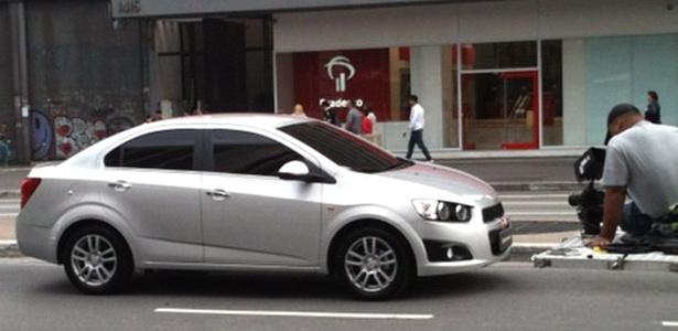 Chevrolet Sonic é filmado na avenida Paulista, provavelmente para comercial de TV - Wellington Albuquerque Junior/UOL
