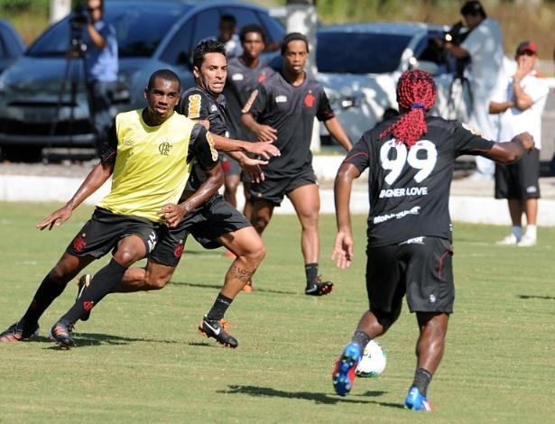 Ibson, Ronaldinho e Vagner Love participam de treinamento do Flamengo (23/05/2012)