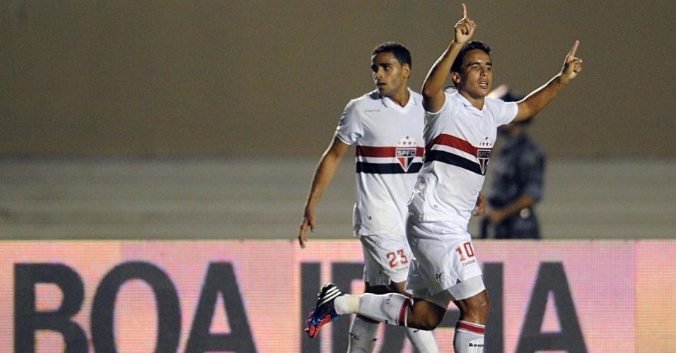 Jadson comemora após marcar um belo gol, o primeiro do São Paulo contra o Goiás