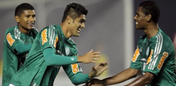 Luan treina separado do grupo do Palmeiras; contrato vale até o final da temporada