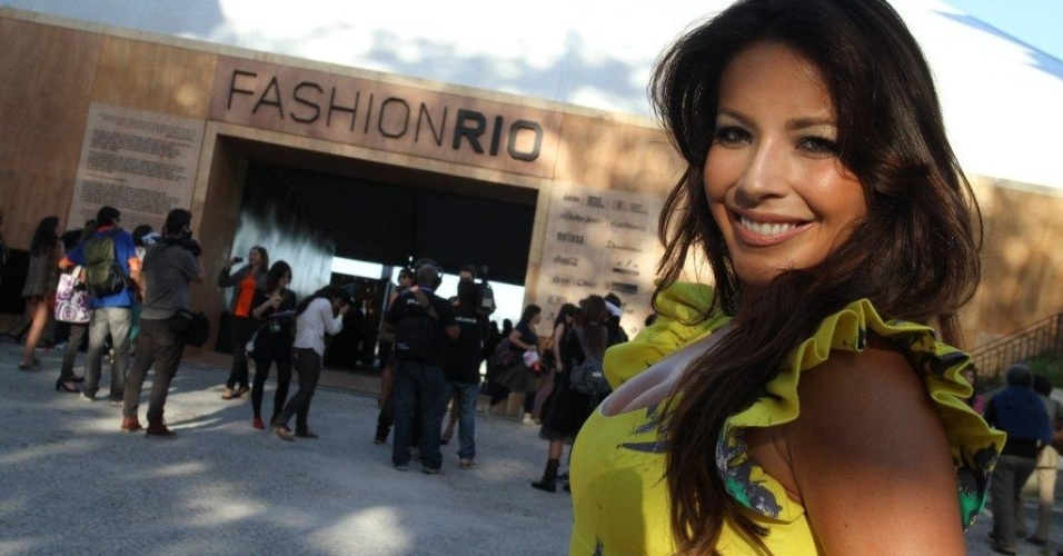 Renata Dominguez no segundo dia de Fashion Rio (23/5/12)
