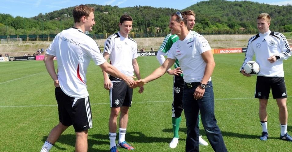 Schumacher cumprimenta os jogadores da seleção alemã que estão concentrados para a disputa da Eurocopa