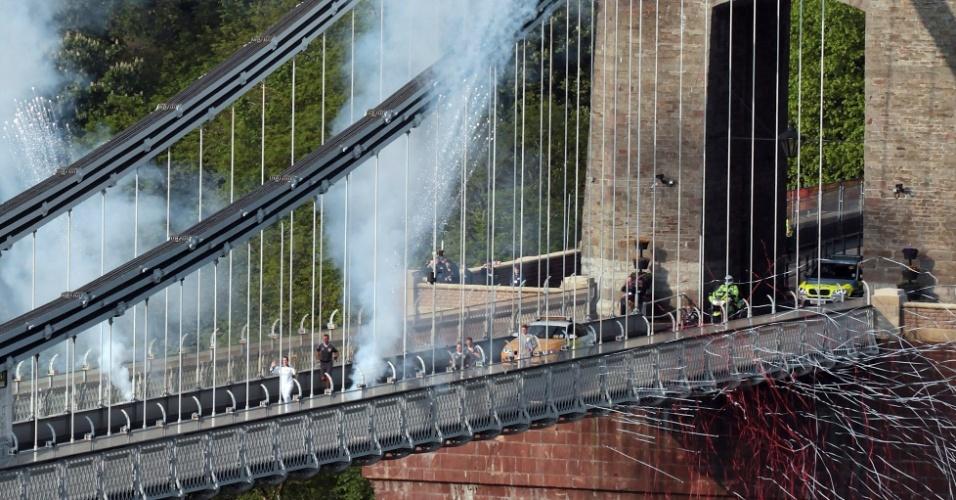 Tocha olímpica atravessa a ponte Clifton no quinto dia do trajeto (23/05/2012)
