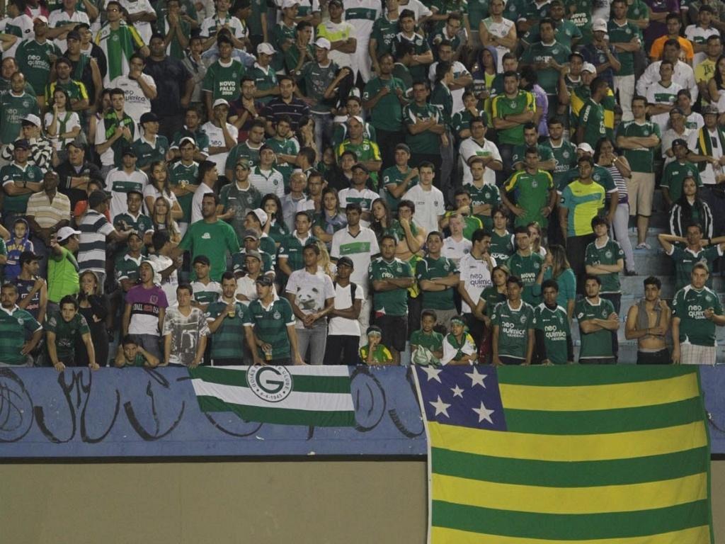Torcida do Goiás empurra a equipe durante o jogo contra o São Paulo pela Copa do Brasil