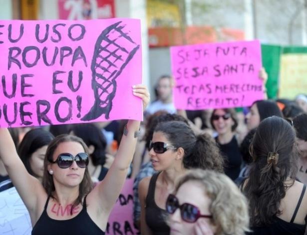 18.jun.2011 - Mulheres participam da Marcha das Vadias, no centro de Brasília, para reivindicar seus direitos