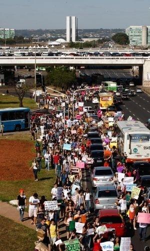 18.jun.2011 - Mais de 800 pessoas participaram de um protesto pelos direitos das mulheres. Chamado de Marcha das Vadias, o movimento reivindica que as mulheres possam se vestir e agir como quiserem, sem serem reprimidas por sua sexualidade